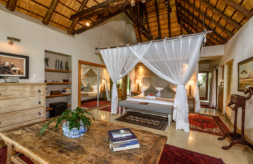 Khaya Ndlovu Manor House Honeymoon Suite 4