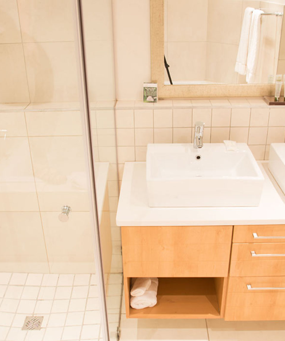 SUITE-main-bathroom-of-1-bedroom-unit
