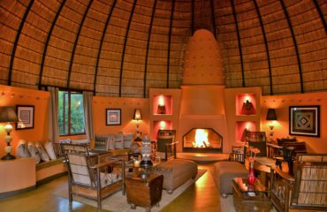 Hoyo Hoyo Safari Lodge - Lounge